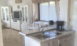 obrázek - Beautiful 4-Bed det villa private pool sea views