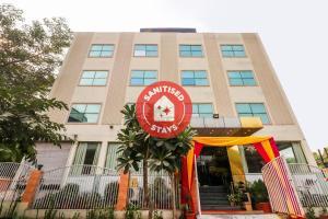Vaccinated Staff- Capital O 66106 Hotel Samrat Kaushambhi