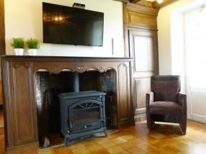Cozy home in La Neuville-aux-joutes with Private Garden