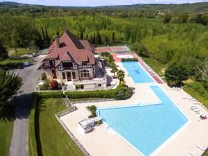 Comfortable home with terrace in a pleasant holiday village - Hotel - Daumazan-sur-Arize