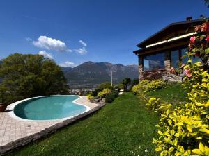 Classy Villa in Pisogne with Garden, BBQ, Pool, Su - AbcAlberghi.com