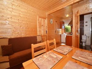 Cozy Cottage in Domaslawice with Swimming Pool
