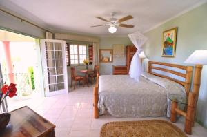 Deluxe King Room with Sea View Pimento Lodge Resort
