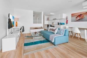 Spacious 2-Bed Unit With Balcony Next to The Gabba