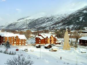 Studio a Serre chevalier avec magnifique vue sur la montagne jardin clos et WiFi a 100 m des pistes