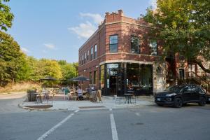 The Leavitt Street Inn & Tavern