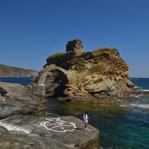 The Oasis House - Steps Away from Menites Springs Andros Greece