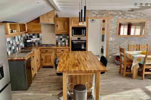 Annecy Veyrier du Lac 4 étoiles Tourisme Appt 4 ou 6 pers face au lac Annecy proche plage et commerces Inclus Garage privé et terrasse ensoleillé - Hotel - Veyrier-du-Lac