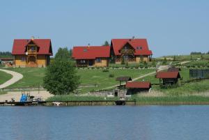 Domy nad jeziorem Blanki