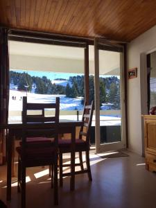 Apartment with one bedroom in Chamrousse, with wonderful mountain view and furnished balcony - Hotel - Chamrousse