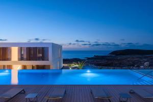 Nivaria Beach Apartments and Villas