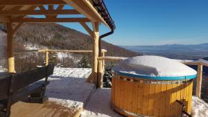 Widokówka komfortowy dom z pięknym widokiem i balią