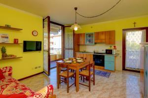 Gardagate - Villaggio dei Fiori - Viola - AbcAlberghi.com