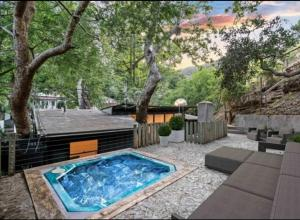 Bohemian Beverly Hills Private Rooms with Hot Tub, Fireplaces