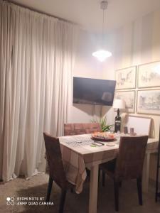 room in private apartment