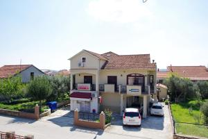The house is located in a place near Zadar with 4000 inhabitants