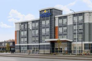 Microtel Inn & Suites by Wyndham Kelowna - Hotel