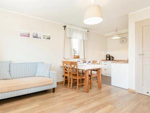 Apartment with Terrace near Beach PL 055016
