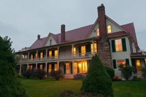 Hummingbird Inn - Accommodation - Goshen