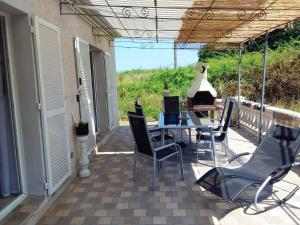 House with 3 bedrooms in Poggio Mezzana with wonderful mountain view and enclosed garden 800 m from the beach