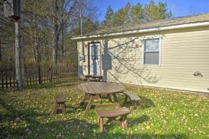 Wellsboro Single-Story Cabin with Screened Patio - Hotel - Wellsboro