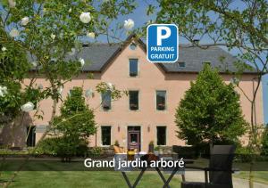 Location gîte, chambres d'hotes Hôtel La Ferme de Bourran dans le département Aveyron 12