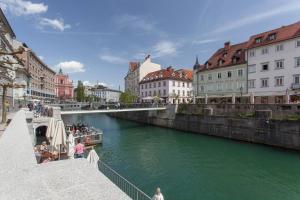 Ljubljana Riverbank Apartment in City Centre!
