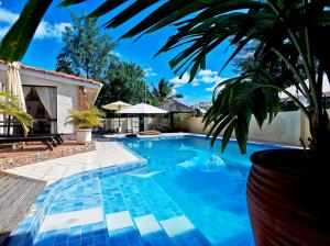 House with 5 bedrooms in Machabee with wonderful mountain view shared pool enclosed garden 400 m fro