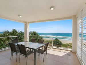 Solaya Unit 6 - Absolute beachfront apartment in Tugun, Gold Coast
