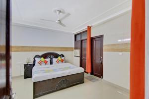 Vaccinated Staff- OYO 78523 AR Comfort Residency
