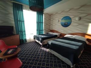 Отель Три Дельфина, Актау