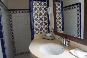 Hotel & Suites El Moro