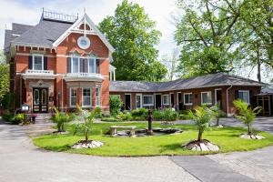 The Woodview Inn