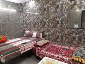 Cozy home stay in cream location of lajpat nagar with attached kitchen and washroom in room
