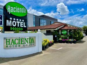 Hacienda Motor Lodge - Accommodation - Palmerston North