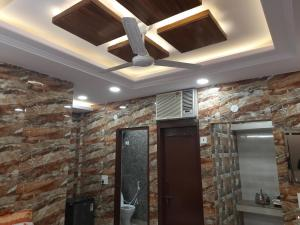 Couples friendly apartment in lajpat nagar with private entrance and complete privacy along with full kitchen and best amenities