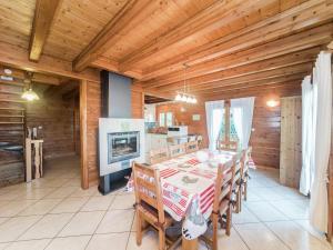 Location gîte, chambres d'hotes Charming Chalet in Anould France overlooking Meurthe Valley dans le département Vosges 88