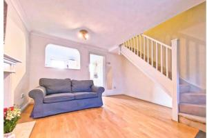 Terraced spacious house with 2 parking and 2 bed