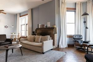 Classic Lincoln Park 2BR with Full Kitchen by Zencity