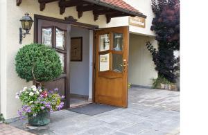 Hotel Reinhardtshof Garni - Grötzingen