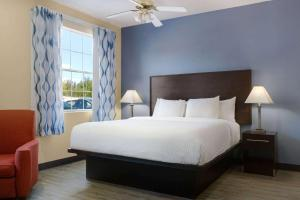 Days Inn & Suites by Wyndham DFW Airport South-Euless