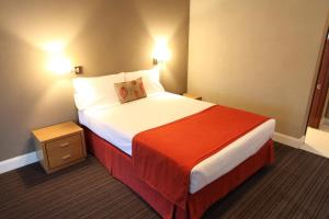 Triple Room Rose & Crown Hotel