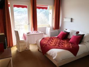 Location gîte, chambres d'hotes Hôtel-Restaurant Le Tanargue dans le département Ardèche 7