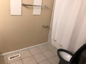 Cozy 2 Bedroom Townhouse with large Den