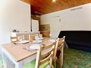 Appartement Chamrousse, 1 pièce, 4 personnes - FR-1-340-8