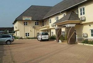 Room in Lodge - Ne-yo Hotel and Suites is a budget hotel in Asaba, Delta