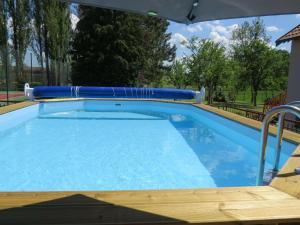 Location gîte, chambres d'hotes Holiday Home in Gondrecourt-le-Chateau with Pool dans le département Meuse 55