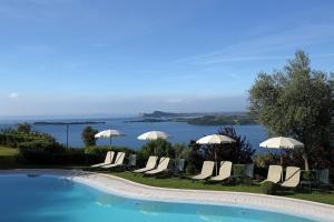 Residence Borgo Degli Ulivi, Apartmánové hotely  Gardone Riviera - big - 1