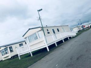 Beautiful 2-Bed Caravan in Clacton-on-Sea