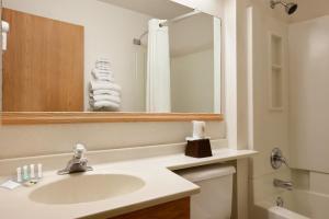 Super 8 by Wyndham Johnstown, Hotely  Johnstown - big - 3